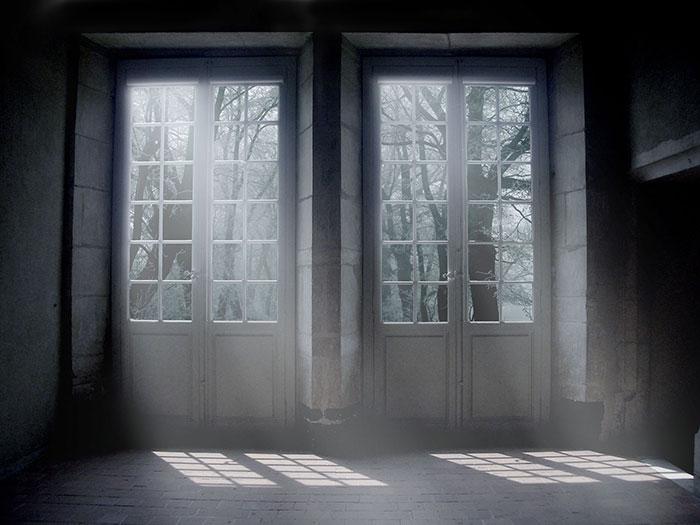 Photoshop恐怖鬼屋合成教程:创意打造废弃房屋与门外的女鬼,恐怖鬼屋。