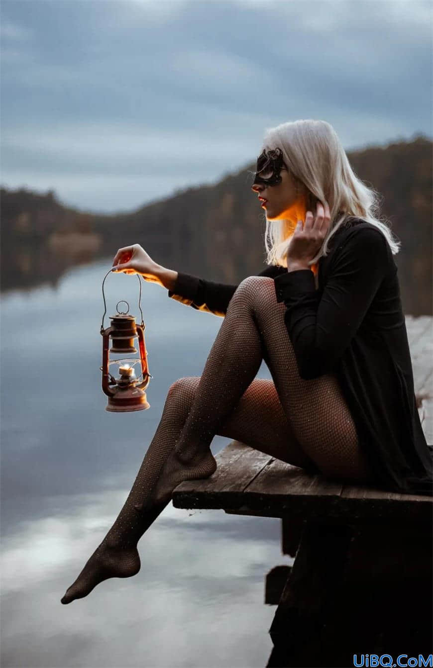 Photoshop后期合成教程:学习给欧美黑丝少女人像合成出神秘氛围场景。